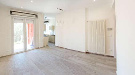 Appartamento Al Mare - Andora: Pareti in stile  di Architetti di Casa