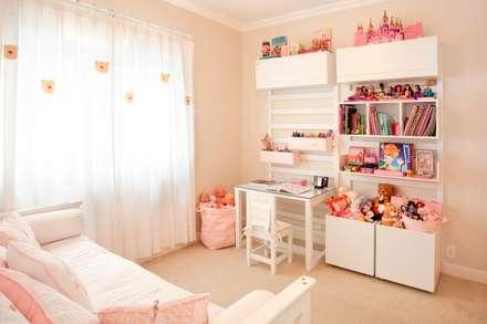 ห้องนอนเด็ก by Pereira Reade Interiores