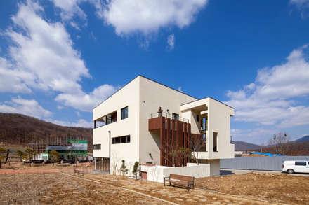 SONGCHU MAPLE HOUSE : IDEA5   ARCHITECTS의  주택