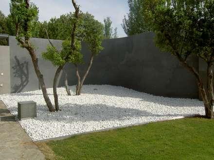 สวน by IGLESIAS JARDINERÍA Y PAISAJE
