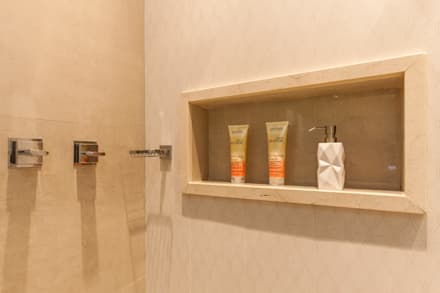 Detalhe do banheiro: Banheiros clássicos por Barbara Dundes | ARQ + DESIGN