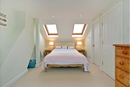 Loft conversion: classic Bedroom by Prestige Build & Management Ltd.