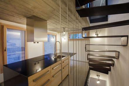 JC's House: Cucina in stile in stile Minimalista di BEARprogetti - Architetto Enrico Bellotti