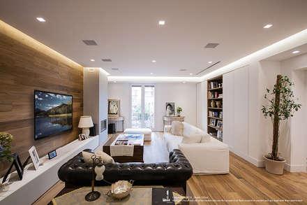 Appartamento #A76: Soggiorno in stile in stile Moderno di Studio DiDeA architetti associati