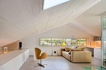 Casa GSX: Estudios y despachos de estilo moderno de Estudi Agustí Costa