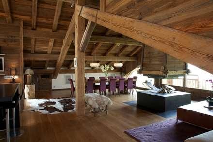 Chalet Chardon - vue de la salle à manger: Salle à manger de style de stile Rural par shep&kyles design