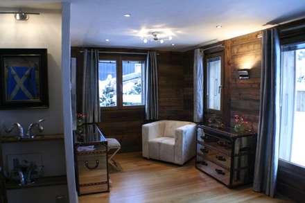 Chalet Chardon - chambre 5: coin dressing: Chambre de style de stile Rural par shep&kyles design