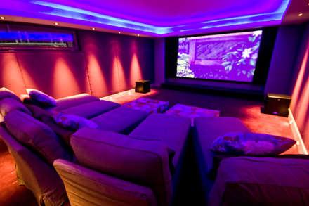 Chalet Chardon - cinéma: Salle multimédia de style  par shep&kyles design