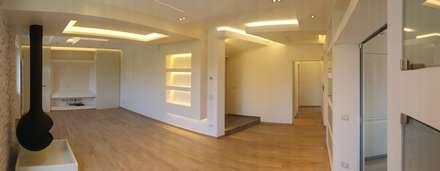 Soggiorno - Pranzo: Soggiorno in stile in stile Moderno di Arch. Lamberto Grutter