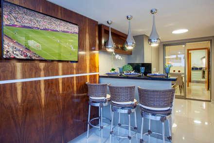 Terrace by Designer de Interiores e Paisagista Iara Kílaris