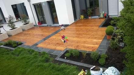 Holzterrasse Mit Graniteinfassung: Moderner Garten Von Neues Gartendesign  By Wentzel