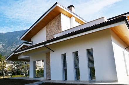Family House: Case in stile in stile Moderno di Lucia D'Amato Architect