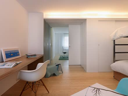 Piso Viroc: Dormitorios infantiles de estilo moderno de Castroferro Arquitectos