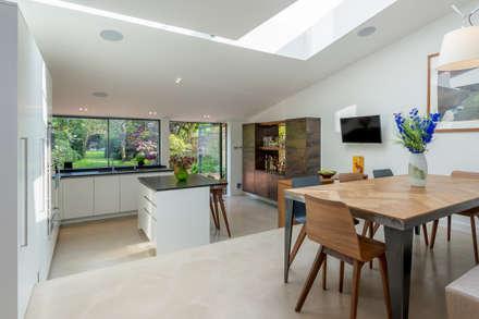Broadhinton Road: modern Dining room by Will Eckersley