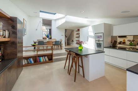 Broadhinton Road: modern Kitchen by Will Eckersley