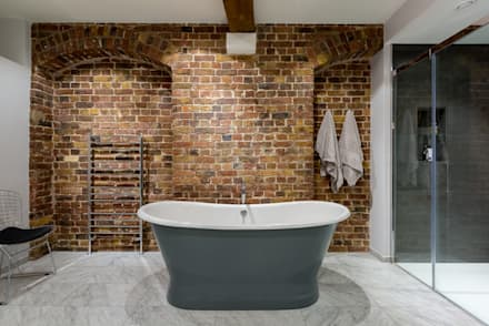 Oliver's Wharf: industrial Bathroom by Will Eckersley