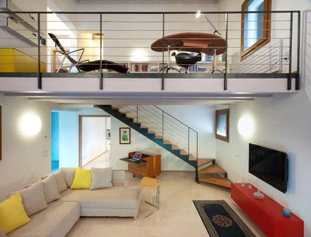 Lormet: Villa: Soggiorno in stile in stile Moderno di Lormet