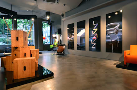 Showroom interior:  Shopping Centres by Graham D Holland