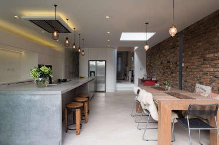 Peckham Victorian house wrap around extension: industrial Kitchen by Ar'Chic