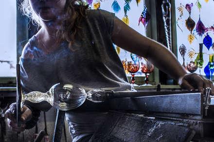 El proceso del vidrio soplado: Yates y jets de estilo moderno de Alba Martín Vidrio Soplado