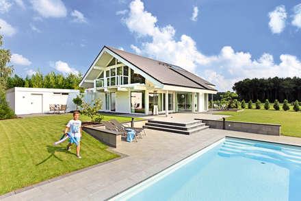 Kirschberger: moderne Häuser von DAVINCI HAUS GmbH & Co. KG