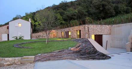 vista completa della proprietà Griswine: Giardino d'inverno in stile In stile Country di GRISDAINESE