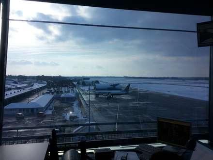 Flughafen Baden-Baden - Tower  --  innenliegender Sonnen- und Blendschutz:  Flughäfen von ah-rol Folienrollosysteme UG (hb)