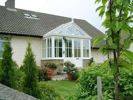 Hardwood Porch Conservatory: classic Conservatory by Hampton Windows