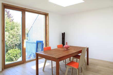 BOIS ORANGE: Salle à manger de style de style Scandinave par bertin bichet architectes