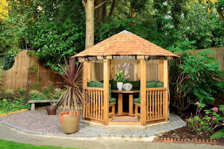 Crown Tudor: mediterranean Garden by Crown Pavilions