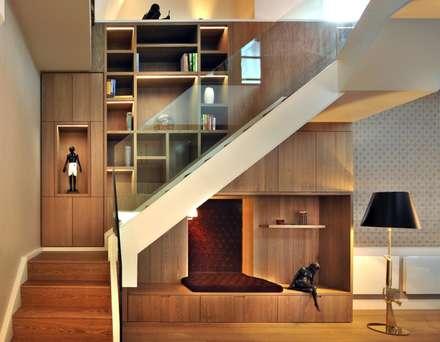 Staircase:  Corridor & hallway by TG Studio