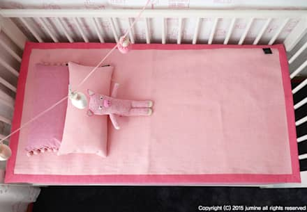 WOORI ZIP BEDDING (PINK): jumine의  아이방