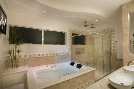 Casa Imperador: Banheiros modernos por Arquiteto Aquiles Nícolas Kílaris