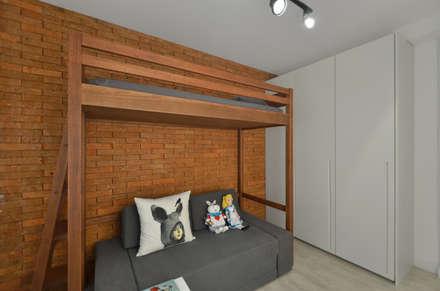 Apartamento Publicitária: Quartos  por Johnny Thomsen Design de Interiores