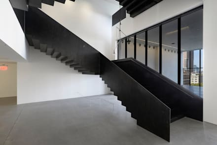 50 Varick street,  stairs made in italy: Centri commerciali in stile  di Interbau