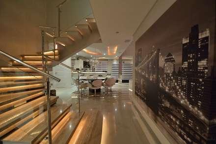 Recanto ao natural: Corredores, halls e escadas modernos por Paulinho Peres Group