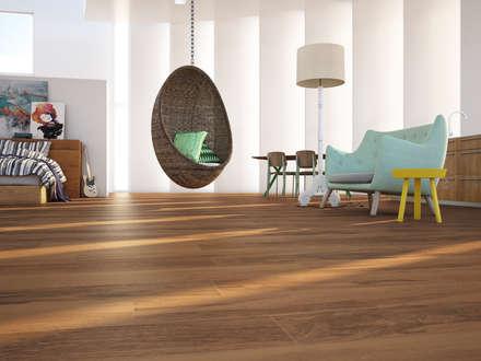 Gabón Porcelánico imitación a madera: Salones de estilo minimalista de INTERAZULEJO