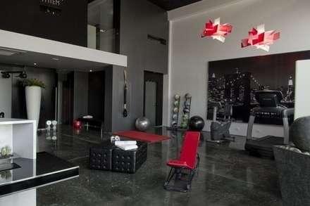 studio personal trainer e private spa: Palestra in stile in stile Industriale di monica giovannelli architetto