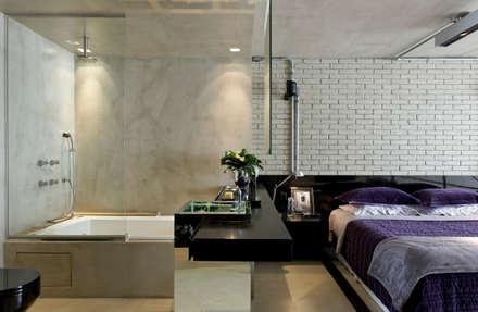 industrial Bathroom by DIEGO REVOLLO ARQUITETURA S/S LTDA.