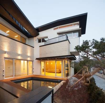 내곡동 천경재: 제이에이치와이 건축사사무소의  주택