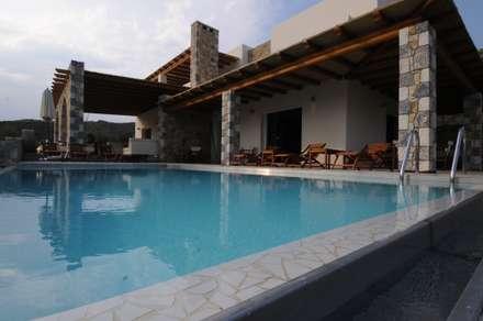 Vista degli esterni.: Case in stile in stile Mediterraneo di CARLO CHIAPPANI  interior designer