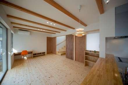 リビングダイニング-1: 一級建築士事務所 想建築工房が手掛けたリビングです。