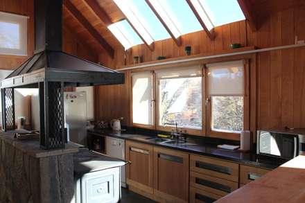 مطبخ تنفيذ Aguirre Arquitectura Patagonica