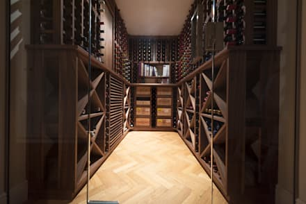 Wine Cellar in American black walnut designed and made by Tim Wood: scandinavian Wine cellar by Tim Wood Limited