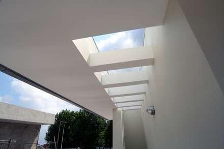 P309_2007 Quinta da Luz Quintas  Ílhavo   -     www.vitoria.com.pt: Casas ecléticas por José Vitória Arquitectura