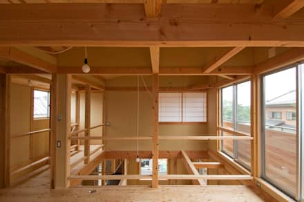 Salas multimedias de estilo  por 氏原求建築設計工房