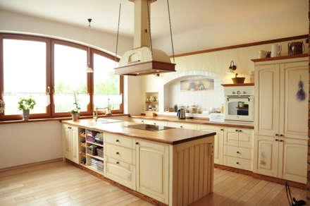 Kuchnia sielska : styl , w kategorii Kuchnia zaprojektowany przez 'Rustykalnia'  Sztuka Wnętrza