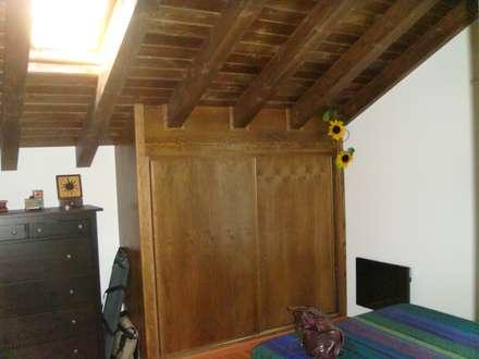 Fiscal Huesca: Dormitorios de estilo rural de MODULAR HOME