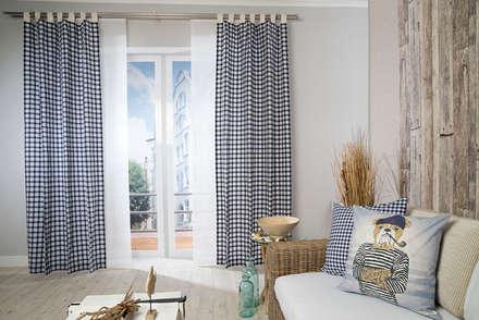 Schlaufenschal Lewis, Kissen Rosy Navi und Sailor:  Fenster von Indes Fuggerhaus Textil GmbH