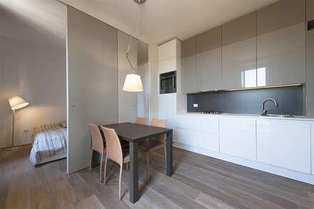 cucina: Cucina in stile in stile Moderno di Tommaso Giunchi Architect
